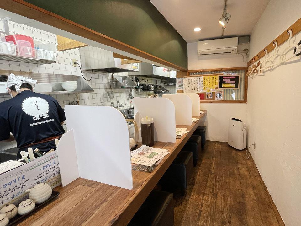 マスク飲食実施の、かばのおうどん店内写真