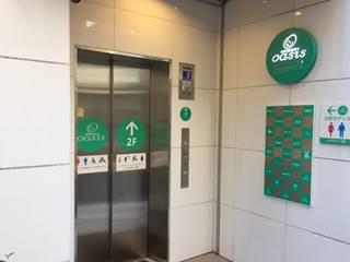エレベーターで2Fへ。